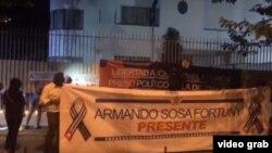 Los manifestantes portaban carteles reclamando libertad para el líder de UNPACU José Daniel Ferrer y en memoria de Armando Sosa Fortuny.