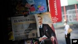 Kiosko en Caracas exhibe El Universal y una revista con noticia de beatificación del Dr. José Gregorio Hernández