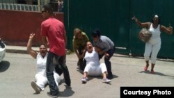 La líder de Damas de Blanco, Bertha Soler, y al menos cuatro activistas continuaban detenidas el lunes. (Archivo)