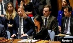 La embajadora de EE.UU. en la ONU, Nikki Haley, ejerce el derecho de veto sobre una resolución egipcia acerca del estatus de Jerusalén.