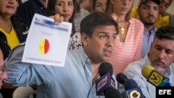 El candidato derrotado a la gobernación del estado Miranda, el opositor Carlos Ocariz denuncia irregularidades durante la votación.