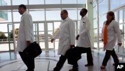 Médicos cubanos en Brasilia en un entrenamiento previo a incorporarse al programa Mais Médicos.