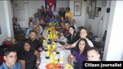 Una treintena de participantes en la reunión de Espacio Abierto de la Sociedad Civil cubana. Foto 14ymedio