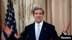 Según el Boston Globe, John Kerry se reunió por estos días con funcionarios para revisar la política hacia Cuba