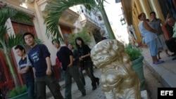 Turistas chinos caminan en el Barrio Chino de La Habana. Archivo.