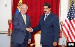 Thomas Shannon y Nicolás Maduro reunidos en Miraflores. Caracas.