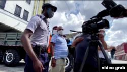 Equipo de prensa extranjera confrontado por la policía cuando intentaban filmar en San Isidro.