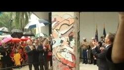 Desvelan en el Miami Dade College parte del Muro de Berlín
