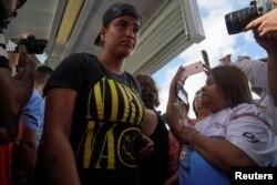 Daniela en camino a entrevistarse con las autoridades fronterizas de EEUU. REUTERS/Veronica G. Cardenas