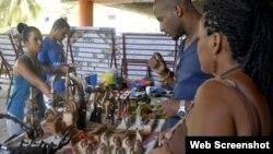 Cuentapropistas en Cuna realizando sus ventas