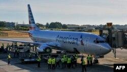 Un avión de American Airlines en el Aeropuerto Internacional José Martí. YAMIL LAGE / AFP