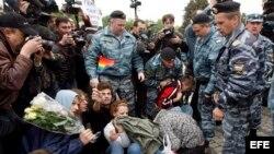 Policía rusa reprime con violencia marcha gay. Archivo.