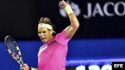 Rafael Nadal celebra tras vencer al israelí Dudi Sela tras su partido de tercera ronda del Abierto de Australia de tenis disputado el viernes 23 de enero de 2015 en Melbourne.