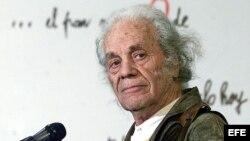 Fotografía del 8 de agosto de 2001, del poeta chileno Nicanor Parra.