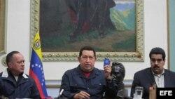 Hugo Chávez, flanqueado por Nicolás Maduro y Diosdado Cabello