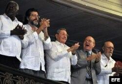 Raúl Castro en una gala en el Gran Teatro de La Habana por los 50 años de la UNEAC.