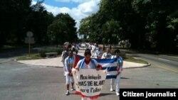 Reporta Cuba. Damas de Blanco marchan hoy por 5ta. Avenida. Foto: Ángel Moya.