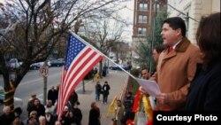 """En campaña, en 2011, el Dr. Felix Roque, hoy alcalde cubano de West New York, llamada """"La Habana en el Hudson""""."""