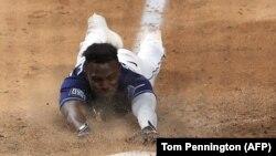 Así fue el jonrón de Randy Arozarena, lanzado en el suelo en la última jugada del partido (Tom Pennington / AFP).