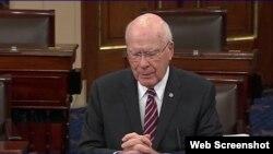 El senador demócrata estadounidense Patrick Leahy durante su discurso ante el Senado sobre las restricciones de viajes a Cuba.