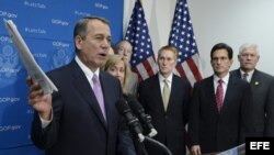 El presidente de la Cámara de Representantes, el republicano John Boehner (i), junto con otros compañeros del partido.