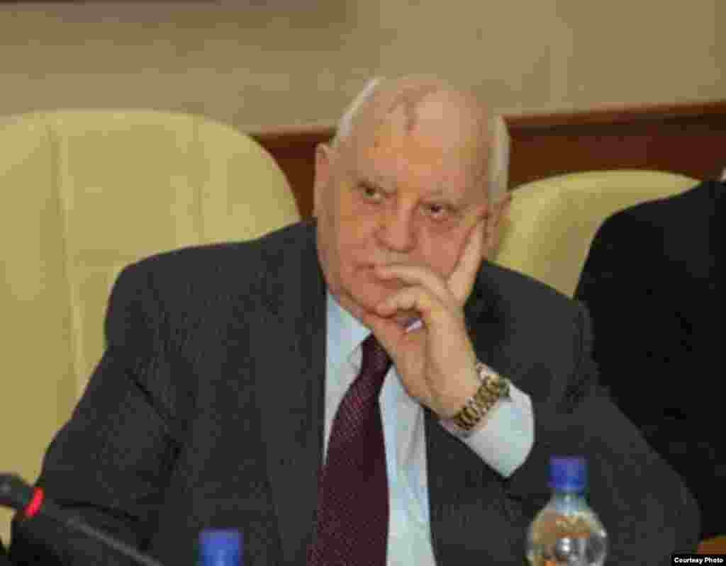 Mijaíl S. Gorbachev en presentación del libro.