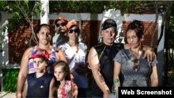 Cubanos en la localidad uruguaya de Santa Rosa. (Foto: Fernando Ponzetto/El País)