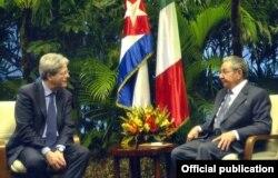 Raúl Castro recibe en La Habana al canciller italiano, Paolo Gentiloni.