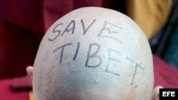 Monje del Tibet protesta a favor de la libertad de su territorio.