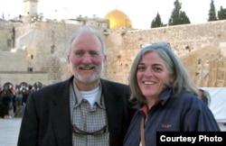 Alan y Judy Gross en Jerusalén, antes de su prisión en Cuba.