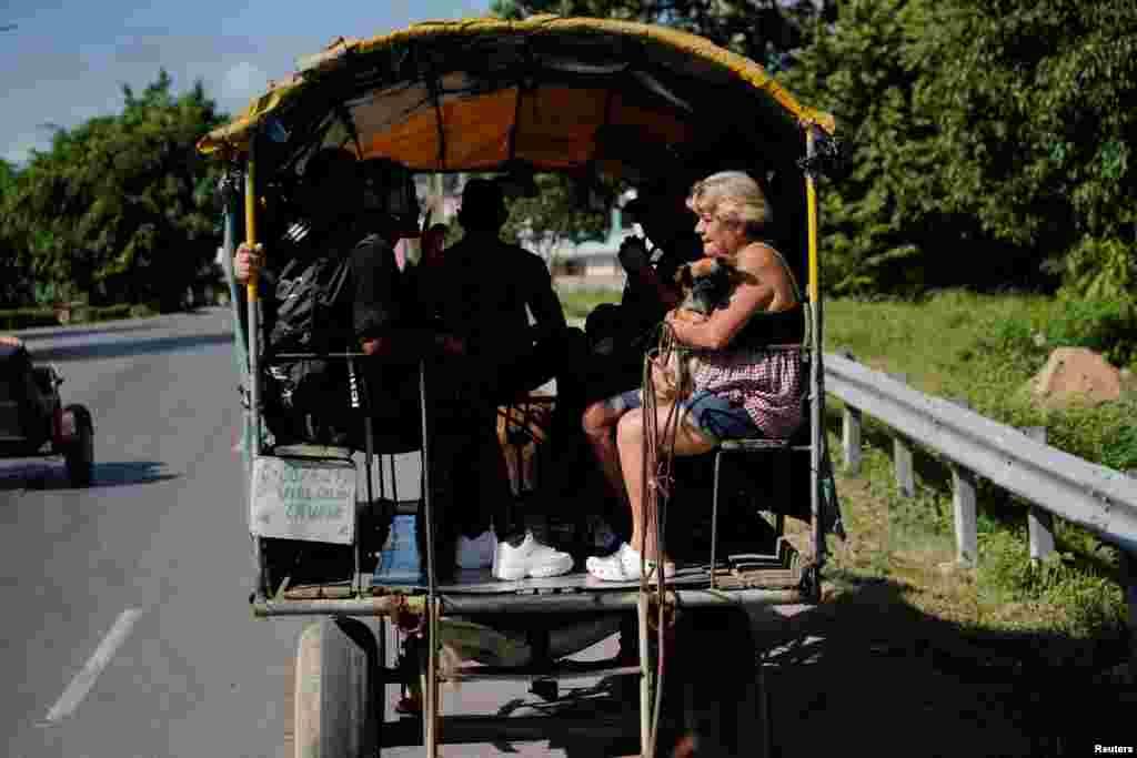 Un carretón tirado por caballos, transporte urbano en Pinar del Río, Cuba. (REUTERS/Alexandre Meneghini)
