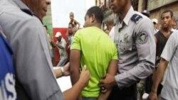 Acusan de desorden público a participantes en una protesta en Centro Habana.