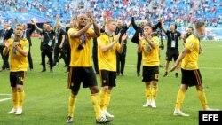 Jugadores de Bélgica celebran victoria ante Inglaterra.