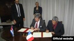 Firma del acuerdo de colaboración científico técnica entre Francia y Cuba