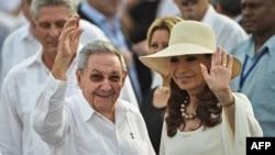 Raúl Castro y Cristina Fernández de Kirchner.