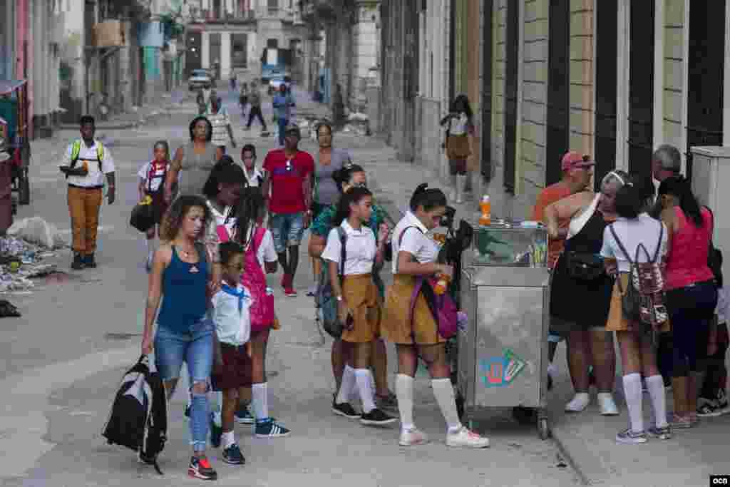 Curso Escolar 2017-2018, en La Habana, Cuba.