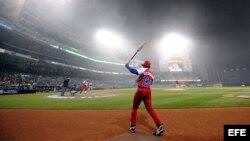 En esta foto del 2009, el bateador de Cuba Alfredo Despaigne durante el juego del Clásico Mundial de Béisbol contra Japón disputado en el Petco Park de San Diego, California