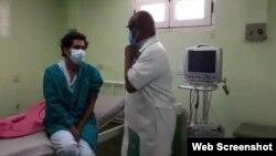 Luis Manuel Otero alcántara junto al Dr. doctor Ifrán Martínez Gálvez. (Captura de video/Facebook)