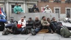 Cubanos repatriados a España continúan en huelga de hambre