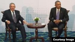 Reunión de Castro y Obama en Panamá.