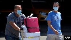 Viajeros arriban al Aeropuerto Internacional José Martí, en La Habana, el 13 de marzo del 2020.
