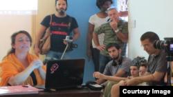 """Tania Bruguera en """"Diálogo sin miedo"""". Foto Cortesía de Cubanet"""