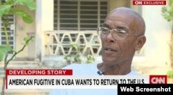 Imagen de Charlie Hill en Cuba durante un reportaje grabado por CNN en 2015.