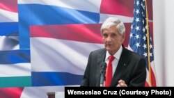 Armando Valladares en el Interamerican Institute for Democracy.