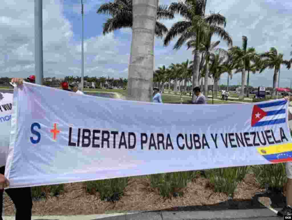 Por la libertad de Cuba y Venezuela durante el juego Cuba vs Venezuela