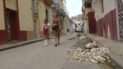 Vecinos andan la Habana Vieja con miedo a que caigan los balcones