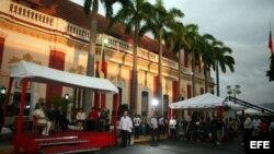 El 21 de agosto de 2011 se celebró durante una ceremonia religiosa en el Palacio de Miraflores de Caracas (Venezuela).