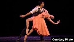 En escena los bailarines cubanos Arionel Vargas y Marize Fumero. Foto: Cortesía del Miami Hispanic Ballet.