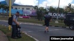 Cada vez es más común ver a los 'bachaqueros' vender sus mercancías por las calles (Osniel Carmona)