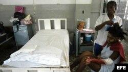 Imagen de Archivo muestra a pacientes en el Hospital de la Universidad del Estado de Haití en Puerto Príncipe. EFE